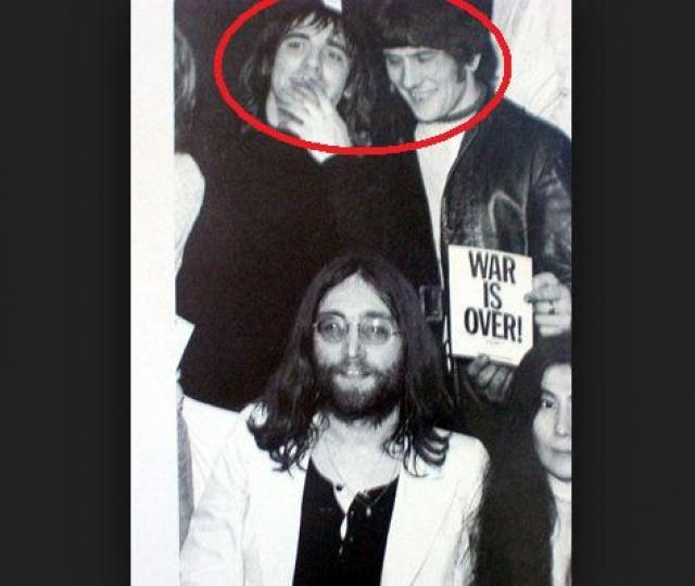 Кит Мун. Ударник британской группы The Who в 1970 году случайно насмерть сбил своего друга и телохранителя Нила Боланда.