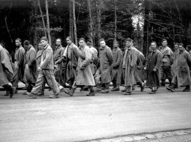 4 апреля 1945 года 89-я пехотная дивизия американцев освободила подлагерь Ордруф, ставшим первым из освобожденных США нацистских лагерей. Через два дня эсэсовцы стали принуждать заключенных остальной части Бухенвальда к эвакуации, используя марши смерти.