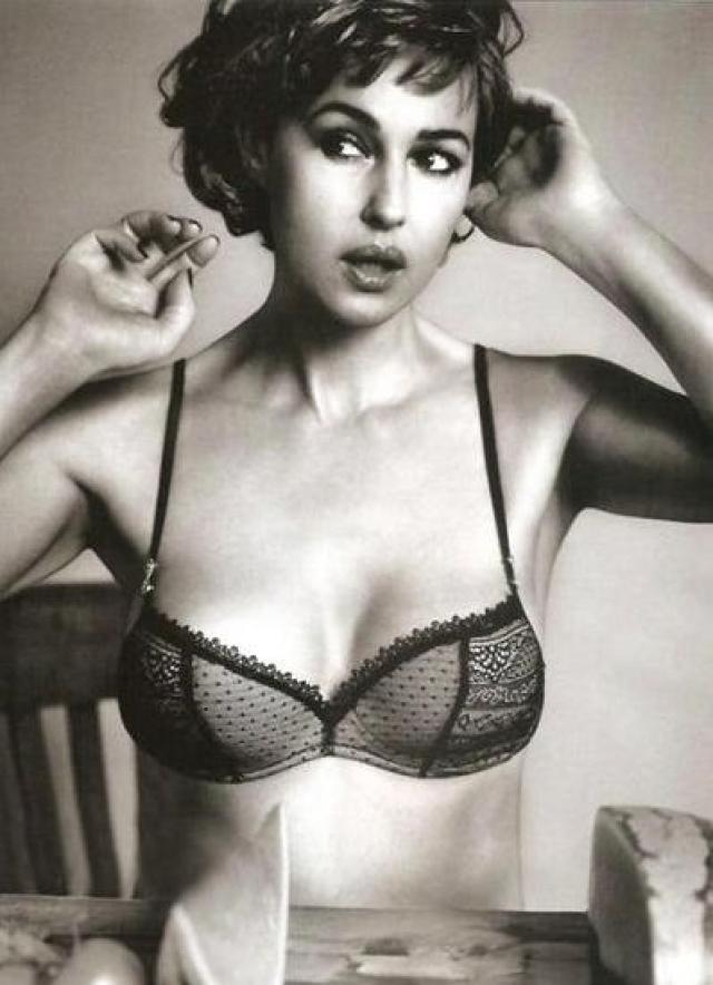 А пару месяцев спустя эротические фотосессии актрисы появилась в журналах Maxim…