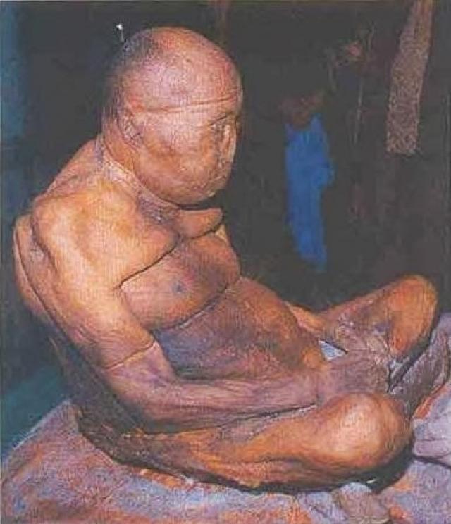 Первый раз его гроб вскрыли в 1955 году и лицезрели ламу в прежнем положении, при этом его тело не имело признаков разложения, несмотря на то, что его ничем не обрабатывали.
