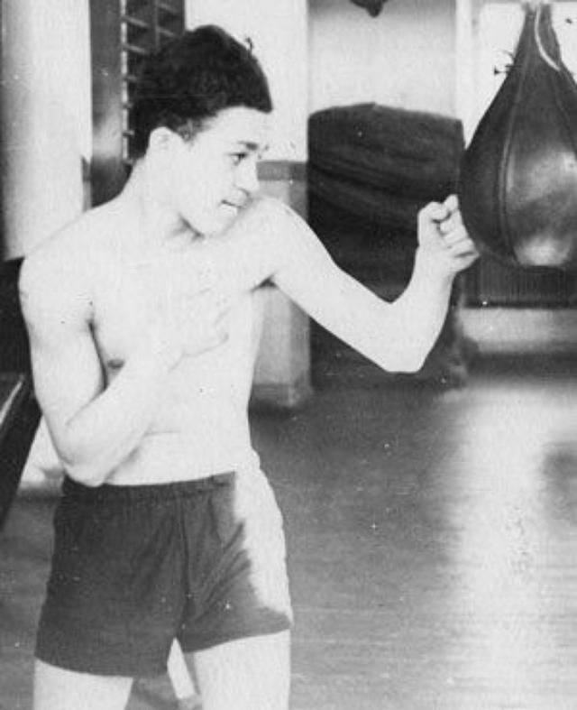 Иосиф Кобзон. Патриарх советской эстрады занимался боксом и добился определенных успехов.