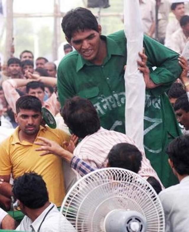 Викас Аппал, 1986-2007, Индия. Рост 2,51 метра. Викас Аппал (друзья звали его Вик) был самым высоким человеком Индии, при этом представители книги рекордов Гиннеса никогда не измеряли его рост.