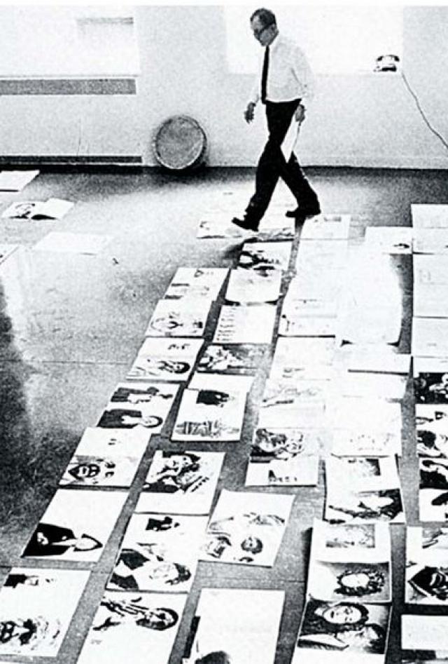 В 1920 году он вместе с семьей был вынужден бежать во Францию, где показал себя в неожиданном качестве - как художник. В 1924 году он выиграл конкурс на лучший дизайн афиши благотворительного бала, обойдя самого Пабло Пикассо.
