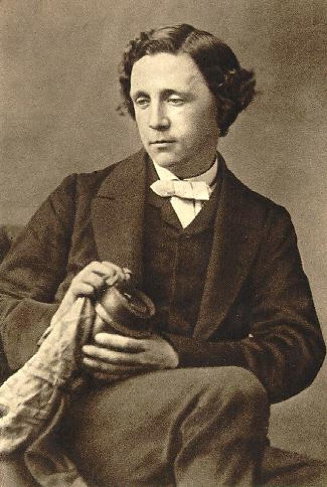 Льюис Кэрролл. Писатель страдал от очень сильных мигреней, спасаясь от которых принимал опиумную настойку.