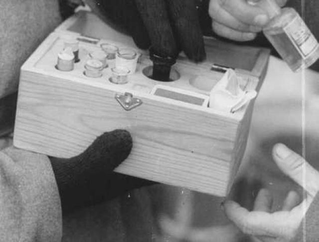 В Бухенвальде проводились эксперименты по исследованию эффектов различных ядов. Яды тайно добавлялись участникам экспериментов в пищу.