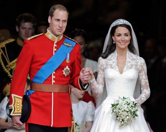 К ейт Миддлтон и принц Уильям ($34 млн). В 2011 году весь мир следил за свадьбой наследника британского престола: на YouTube трансляцию церемонии посмотрели более 72 млн человек. Свадьба оказалась по-настоящему грандиозной.