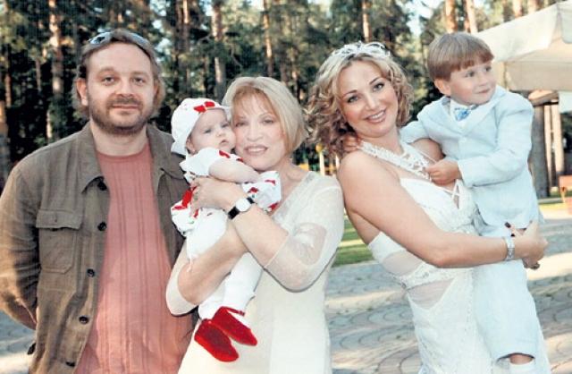 У Максаковой и Игенбергса родилась дочь Мария Максакова-Игенбергс, которая стала известной оперной певицей. Их брак длится до сих пор.