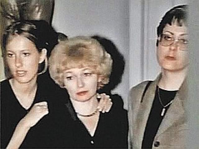 Мария Собчак, 52 года. С матерью старшей дочери, Нонной Степановной, Анатолий Собчак прожил в браке 23 года. Мария рассказала, что мама очень переживала, когда ее муж ушел к Нарусовой.