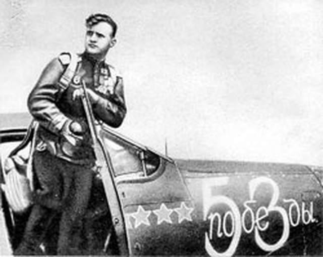 Примечательно, что Гулаев провел 290 боевых вылета и 69 воздушных боев для достижения своего результата, при этом на счету Кожедуба 330 боевых вылета и 120 воздушных боев, а у Покрышкина 650 боевых вылетов и 156 боев.