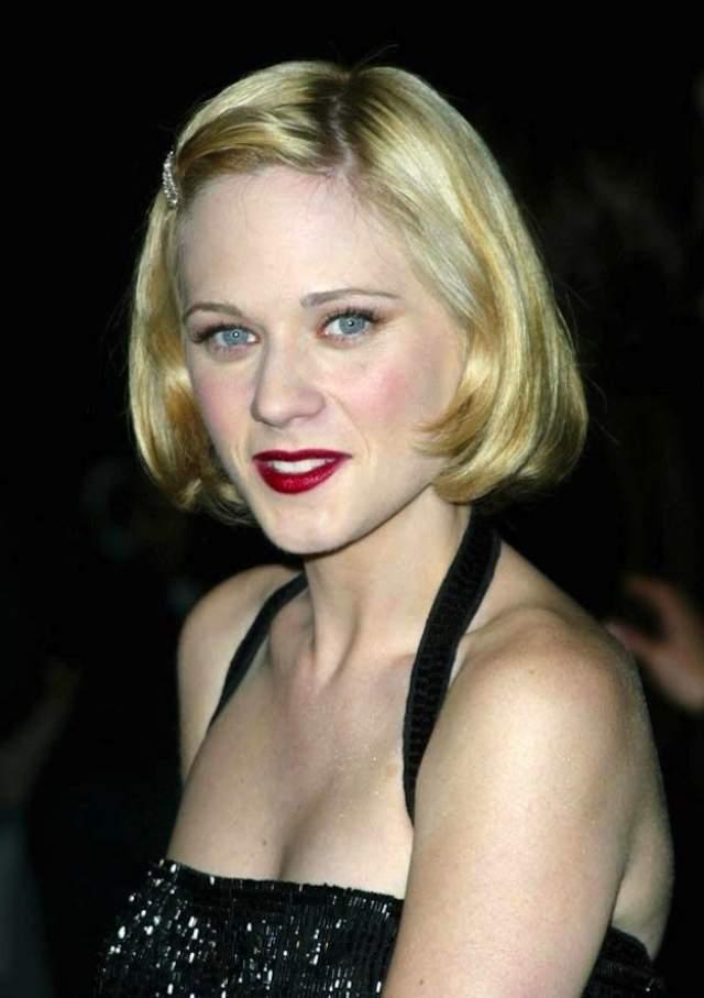Зои Дешанел начинала карьеру в образе яркой блондинки.