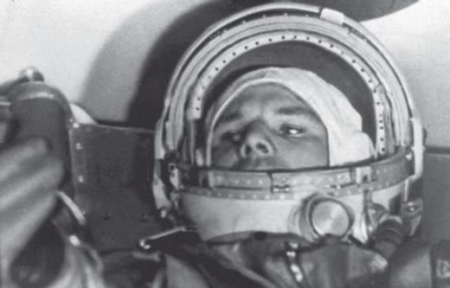 Поэтому Гагарин, как всякий летчик, увидев в иллюминаторе бушующее пламя, предположил, что космический корабль охвачен пожаром и через несколько секунд он погибнет.