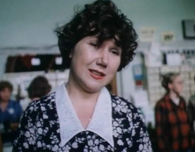 Но в 1989 году на нее в переулке напал грабитель, ударив чем-то тяжелым по голове. Преступника так и не нашли. На почве черепно-мозговой травмы у актрисы развилась шизофрения.
