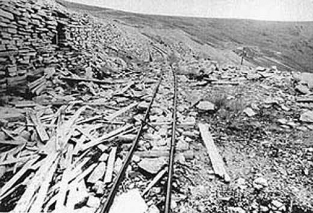 """Лагерь """"Бутугычаг"""" - один из самых страшных лагерей Колымы: здесь добывали радиоактивный материал. Его первыми работниками стали заключенные, которые дробили камень, даже не догадываясь, с чем имеют дело…"""