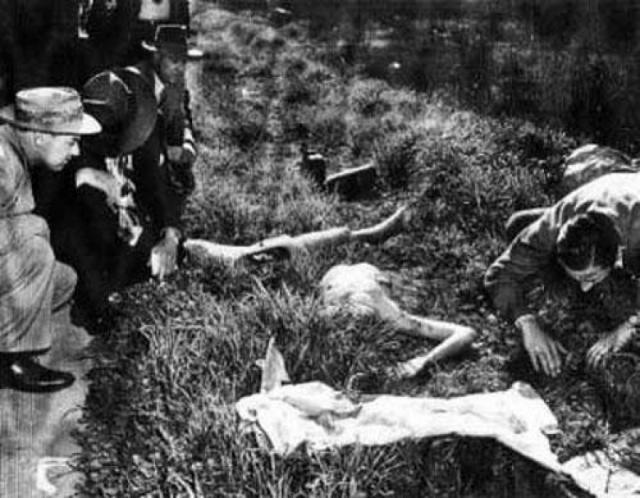 Через шесть дней ее изуродованный труп нашли на заброшенном земельном участке: тело разрубили на две части, гениталии и соски были вырезаны, а рот рассечен от уха до уха.