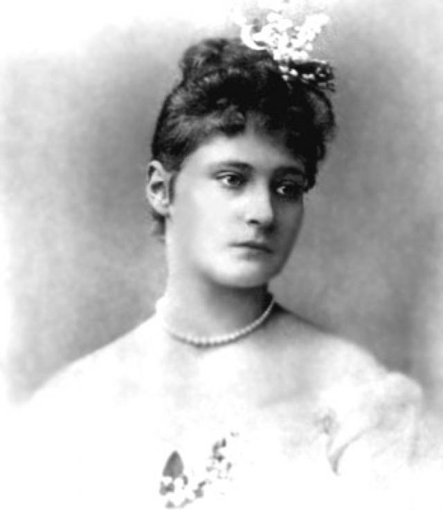 """""""Я мечтаю когда-нибудь жениться на Аликс Г. Я люблю ее давно, но особенно глубоко и сильно с 1889 года, когда она провела 6 недель в Петербурге. Все это время я не верил своему чувству, не верил, что моя заветная мечта может сбыться"""", - писал Николай в своем дневнике."""