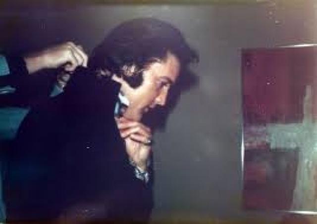 На концертах Пресли был малоподвижен, пел явно без энтузиазма, а его грузная фигура в вызывающих костюмах смотрелась явно комично, поэтому телевизионщики потеряли к нему всякий интерес.