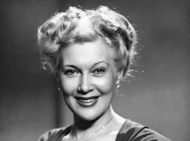 Любовь Орлова. Прожила 72 года , не дожив три дня до дня рождения. Одна из красивейших актрис СССР. Была придирчива к своей внешности, следила за мировой модой и пользовалась услугами пластического хирурга.
