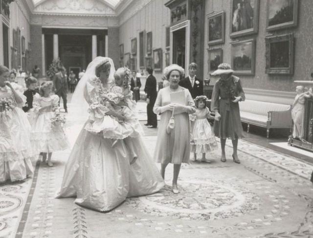 Свадьба принцессы Дианы и принца Чарльза с закулисной стороны.