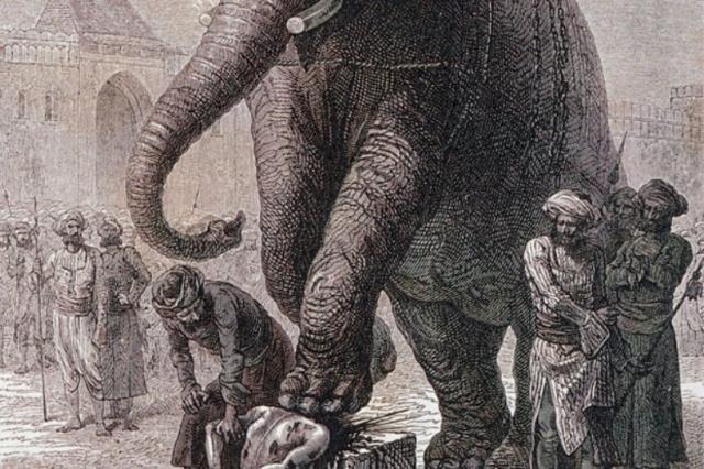 Казнь слоном. В Юго-Восточной Азии животных даже часто обучали продлевать смерть жертвы.