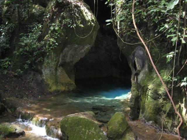 Пещера Актун-Туничиль-Мукналь, Белиз. В пещере находится так называемый собор, где майя совершали жертвоприношения, так как считали это место шибальбой – входом в подземный мир.