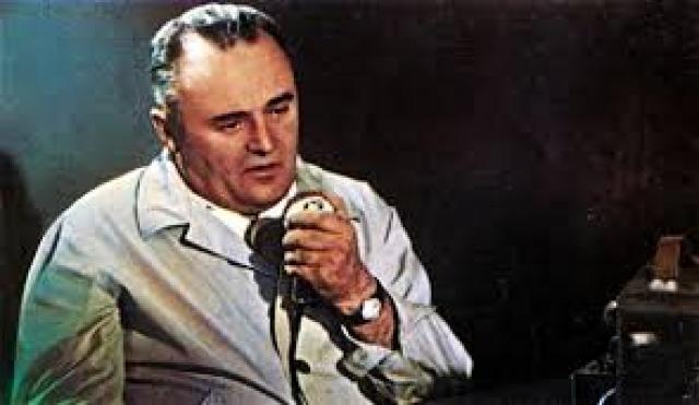 Пуск проходит хорошо. Единственная неприятность произошла при переключении на станцию слежения Колпашево. В течение нескольких секунд не было связи и голос Королева начал дрожать, пока он снова и снова безответно обращался к Гагарину.