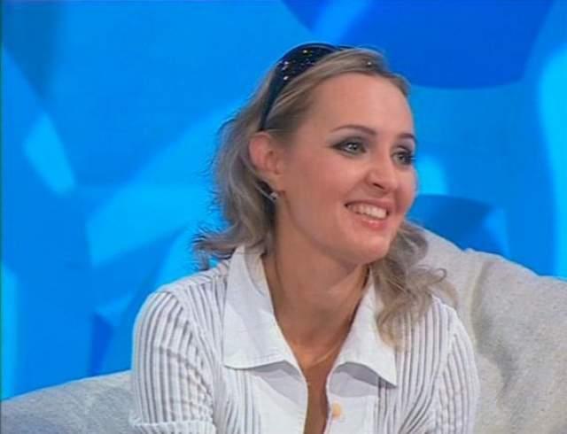 Проценко окончила киноведческое отделение ВГИКа, является членом Международной федерации журналистов. Ее супруг - актер Алексей Войтюк, с ним она воспитывает дочь и сына.
