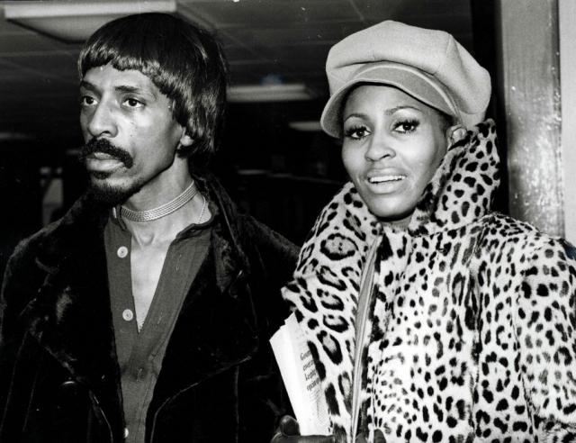 В июле 1976 года терпению Тины пришел конец. Она позвонила знакомому юристу с просьбой о помощи о помощи, а он прислал своих друзей, которые одолжили женщине денег на первое время и купили билет в Калифорнию, где певица смогла начать новую жизнь.