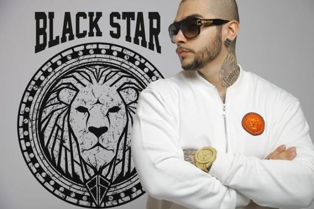 """Тимати успешно продает одежду под брендом """"Black star"""" по всей стране через сеть фирменных магазинов."""