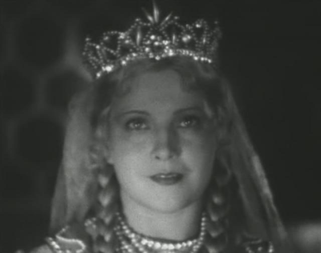 """По-настоящему знаменитой актриса стала благодаря роли Людмилы в самой первой экранизации сказки Пушкина """"Руслан и Людмила"""" в далеком 1938 году."""