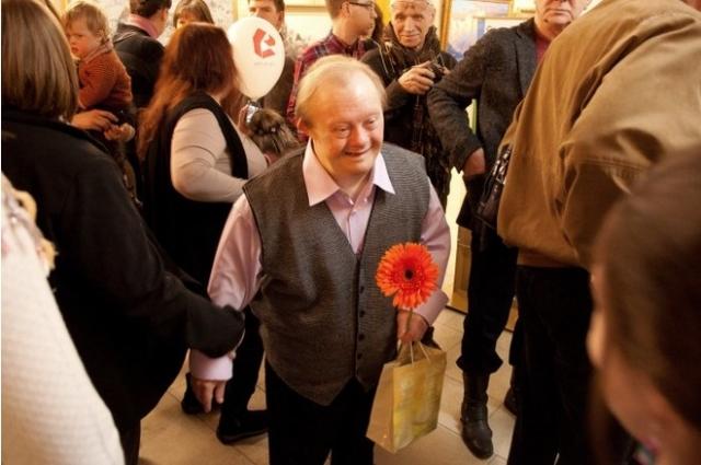 Сегодня Сергею Шестакову почти 60 лет. После смерти Саввиной опек над ним взял ее супруг. Сергей - художник, удостоившийся даже персональной выставки.