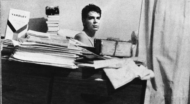 Эрнесто был силен в точных науках, особенно в математике, но выбрал профессию врача. Че Гевара хотел посвятить свою жизнь лечению прокаженных южноамериканцев, подобно Альберту Швейцеру, бывшего его кумиром.