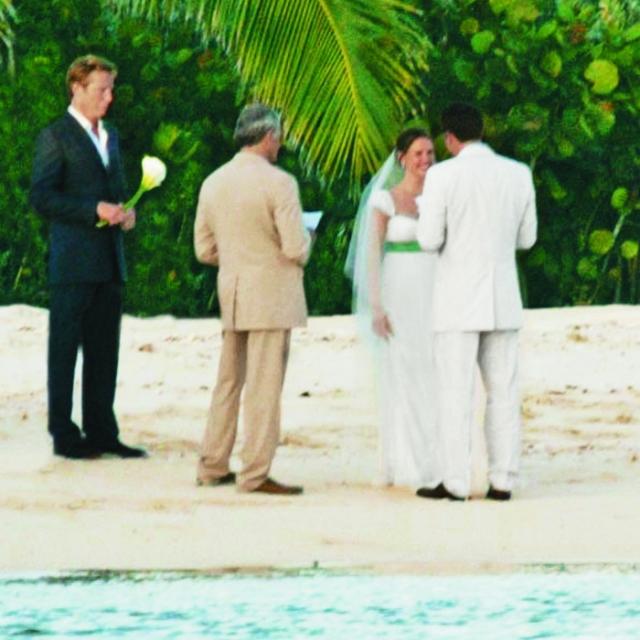 Дженнифер Гарнер и Бен Аффлек. Пара несколько раз переносила дату свадебной церемонии и в итоге остановилась на 29 июня 2005 года. Свадьба прошла на Карибах, куда были приглашены только родственники.