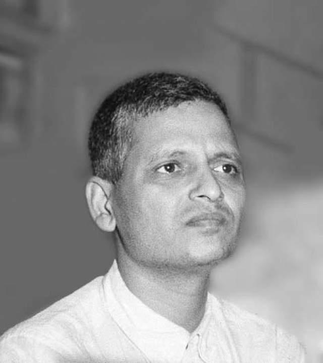 В тот день Натхурам тремя выстрелами из пистолета Beretta M1934, подойдя почти вплотную, застрелил Ганди, пока тот молился. Годзе не пытался бежать, его схватили и вскоре приговорили к смерти.