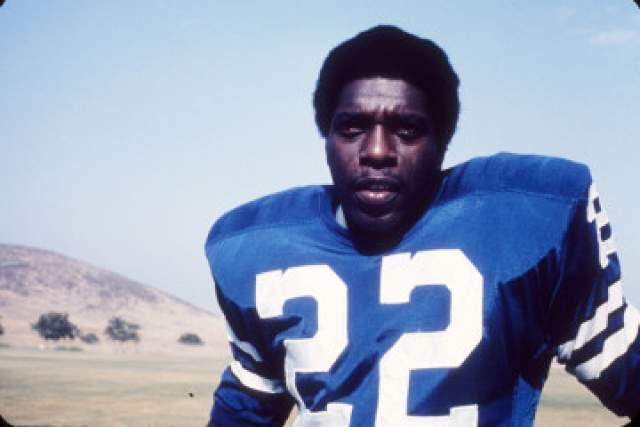 """Прозвище """"Пуля"""" получил за бег со скоростью 10 м/с. В 1976 году завершил карьеру и пристрастился к алкоголю и наркотикам. Из-за этого он в 1979 году провел 10 месяцев в тюрьме. Скончался Боб Хейс на 60-м году жизни от рака простаты."""