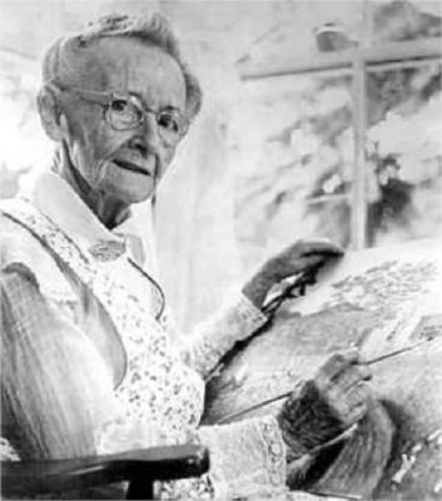Бабушка Мозес (Анна Мэри Мозес) , одна из главных представительниц в американском художественном направлении примитивизма, которая узнала о своем даре лишь в 78 лет.