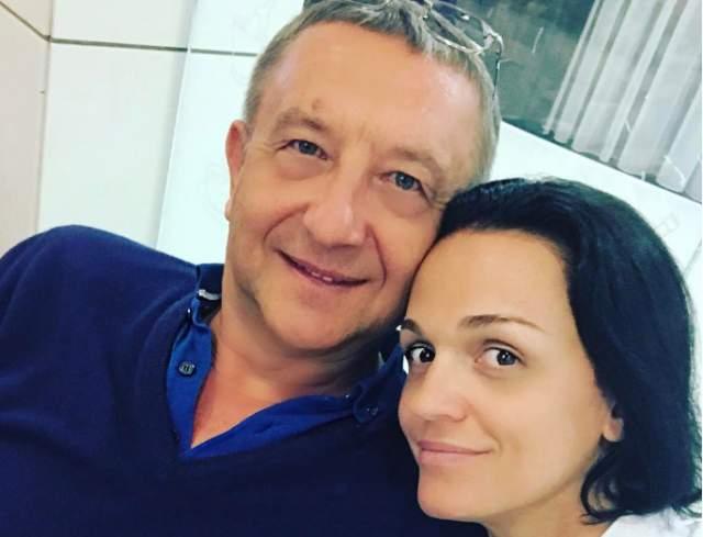 В 2011 году девушка родила любимому дочь Антонину. В 2016-м Слава заявила, что уж через год-то точно выйдет замуж, но вот на дворе 2018-й, а воз и ныне там... Несмотря на это, пара все еще вместе.