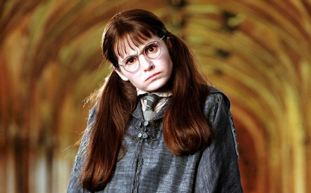 "Ширли Хендерсон. 13-летнюю плаксу Миртл из ""Гарри Поттер и тайная комната"" сыграла 37-летняя актриса."