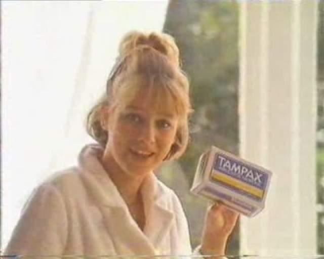 Австралийская актриса Наоми Уоттс снималась в рекламе Tampax.