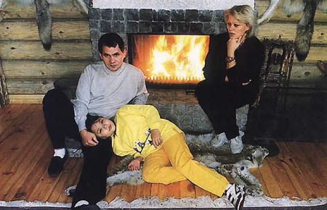Ирина Шойгу. Жена Сергея Шойгу, главы Минобороны РФ. Познакомились они с супругом еще в студенчестве, поженились на пятом курсе вуза. Еще в 90-е годы начала активно заниматься бизнесом, консалтингом.