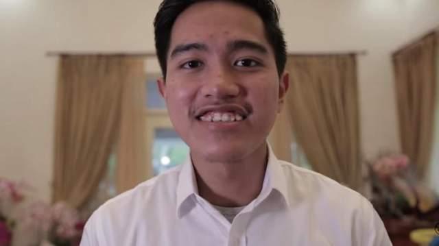 Младший сын индонезийского президента, Кэсанг Пангареп, окончил международный бакалавриат в Сингапурском университете, стал известным блогером ,снялся в фильме и даже дебютировал в качестве певца.