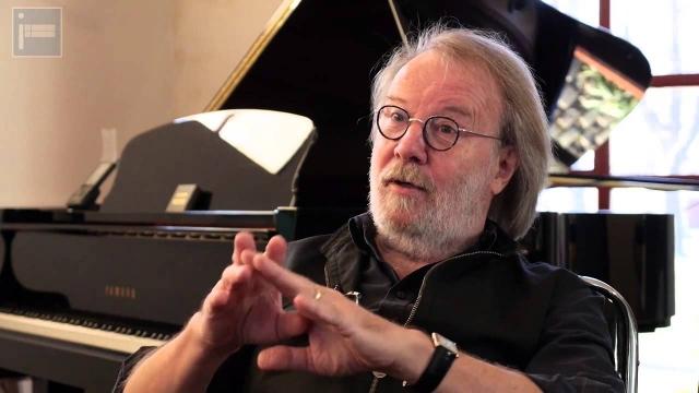 Бенни продолжает писать музыку для кино и сцены, в 1992 году его композиция даже стала гимном Чемпионата мира по футболу, проходившего в Швеции.