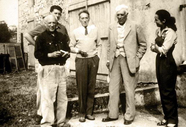 """Сын от первого брака с Ольгой Хохловой жил в бедности, когда сам Пикассо жил в излишествах и достатке. По воспоминаниям внучки художника Марины: """"Когда после нескольких попыток, отцу удавалось увидеть его, он просил у него деньги. Я стояла перед отцом. Мой дед доставал пачку купюр, а отец точно вор брал их."""""""