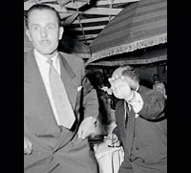 Король Египта Фарук лезет в драку. Фото египетского короля Фарука, который бросился итальянского фотографа Тацио Секкьяроли с кулаками, средства массовой информации купили за $1,4 млн.