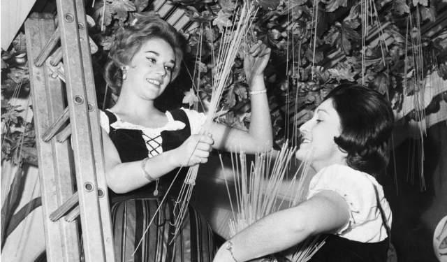 """Зрители поверили. Они начали звонить на BBC с вопросами, как им вырастить своё дерево. В компании им посоветовали положить спагетти в банку с томатным соусом и """"надеяться на лучшее""""."""