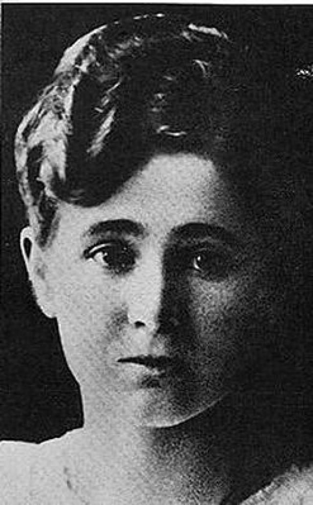Евгения Смит. Американская художница и писательница украинского происхождения пыталась продать свою книгу, уверяя, что получила ее из рук великой княжны - но не сумела пройти проверку на полиграфе.