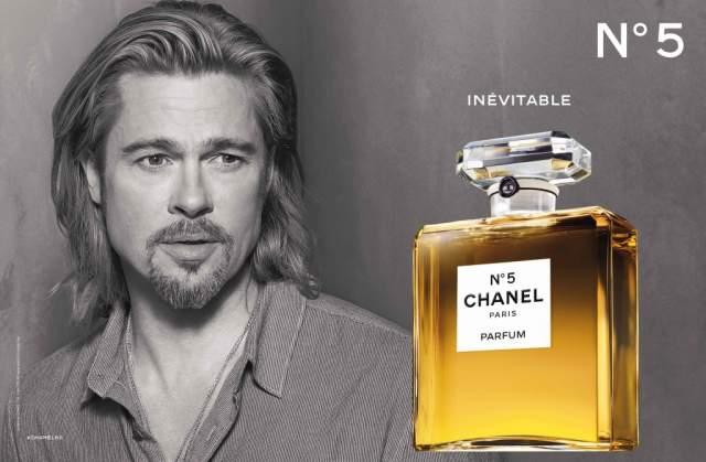 Не так давно Брэд стал лицом аромата Chanel No. 5. Единственная мелочь - аромат-то женский...
