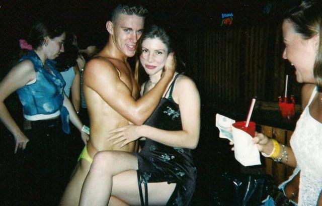 Стриптиз-карьера будущей звезды началась в клубе в Тампе, где он танцевал под псевдонимом Чен Кроуфорд. Кстати до этого он успел поработать кровельщиком, работником ветлечебницы и ипотечным брокером.
