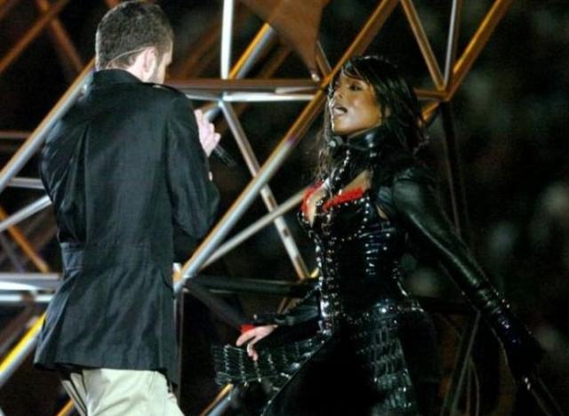 Джанет Джексон. Пикантный случай произошел с певицей во время совместного выступления с Джастином Тимберлейком.