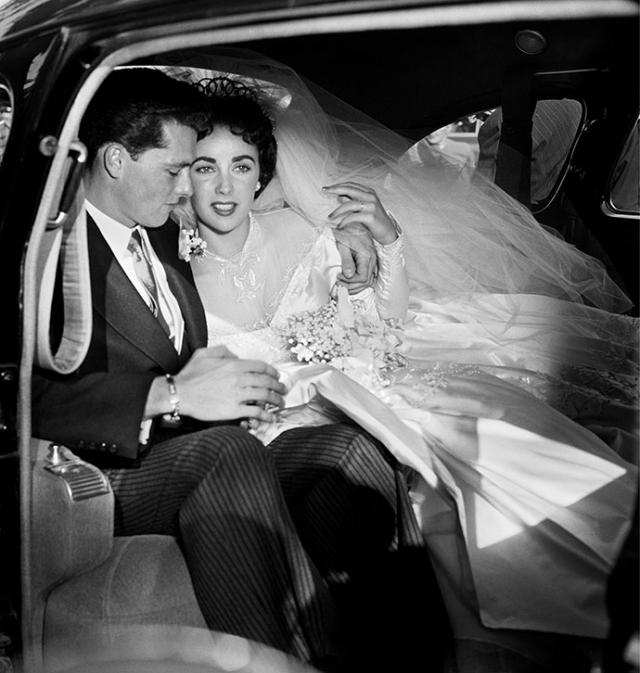 Элизабет Тейлор. Первый раз актриса вышла замуж, когда ей было 18 лет. Ее мужем стал молодой миллионер Конрад Хилтон.