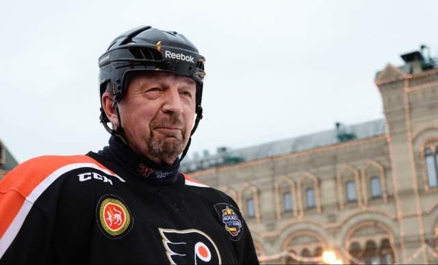 В таком состоянии он пробыл семь часов, однако сам Лебедев рассказал, что, по его ощущениям, это длилось не менее двух суток. Но самым удивительным заявлением журналиста стало то, что, будучи в коме, он повстречал умершего недавно хоккеиста, тренера и эксперта Сергея Гимаева.